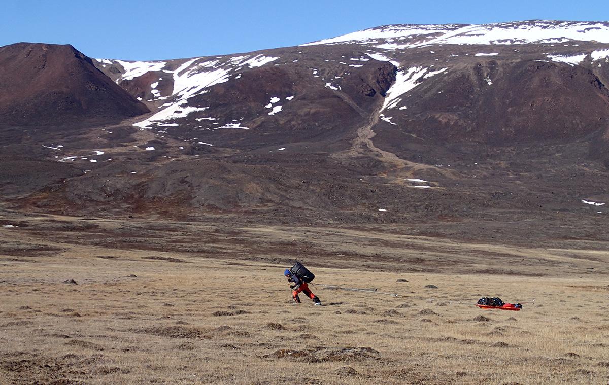 Systrarna Davidsson över Grönland barmark
