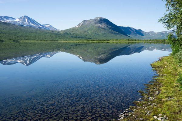 Etappen slutar i sjön Tarraure starx nedanför Tarrekaisestugan (STF).